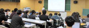 大阪大学提供科目の「セキュリティ総論」講義風景